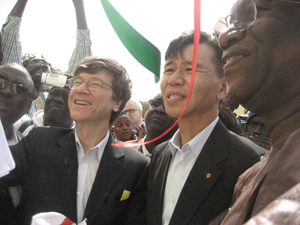 Jeffrey Sachs, Walter Wang, CEO of JM Eagle