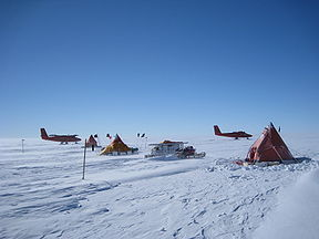 British Antarctic Survey fieldcamp on Pine Island Glacier. Credit: