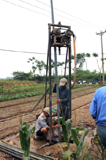 Drilling a well for groundwater near Hanoi, Vietnam. Photo: Ben Bostick/Lamont-Doherty Earth Observatory